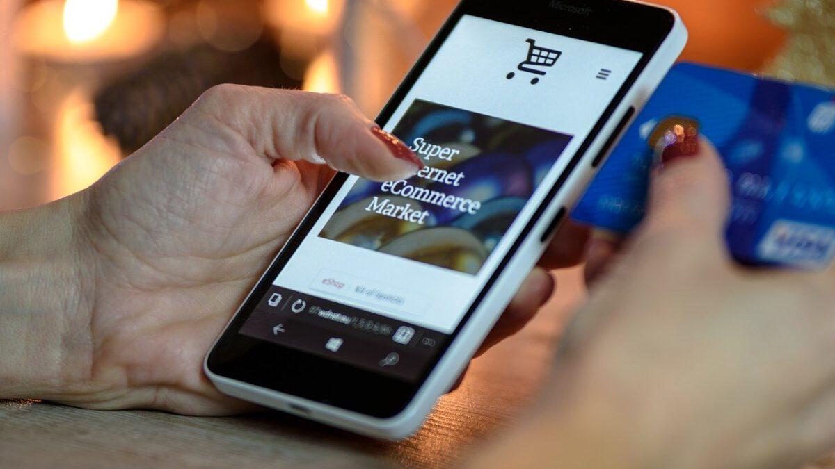 Jak komunikować się z klientami sklepu internetowego?