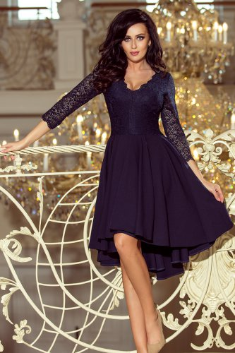 e0acdc8cc09504 210-2 NICOLLE - sukienka z dłuższym tyłem z koronkowym dekoltem - GRANATOWA