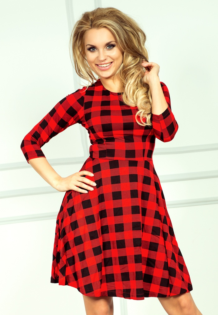 49-2 rozšírený šaty s 3/4 rukávom - červená mriežka